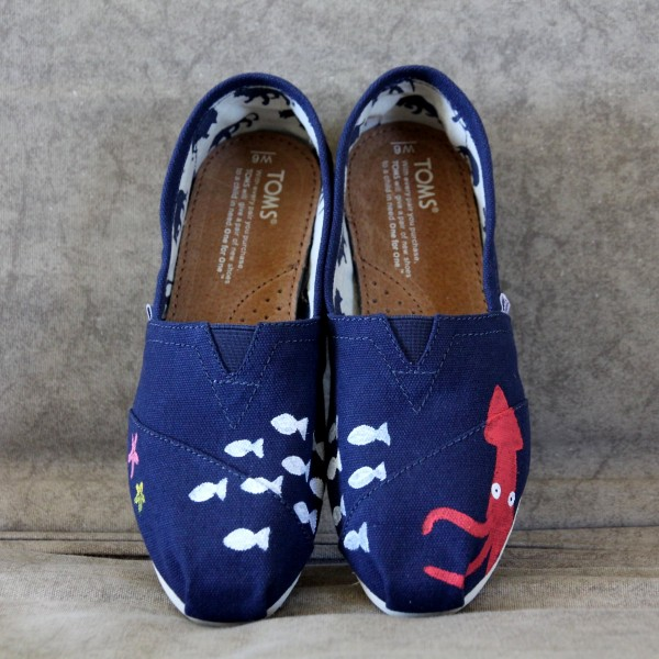 Custom, hand painted Squid TOMS shoes featuring a squid, a school of fish, and seastars under the sea.